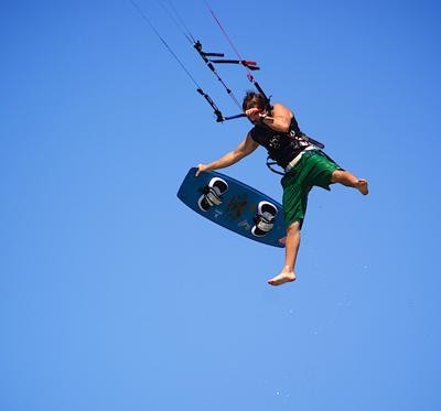 Arthur Johnston en Nouvelle Calédonie. Photo de kitesurf